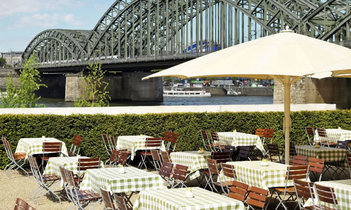 Hyatt-Regency-Cologne-Outdoor-Beer-Garde